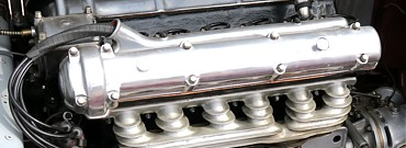 PEMAC besitzt größte Kompetenz in allen Bereichen der Technik eines klassischen Automobils wie Motor, Antrieb, Fahrwerk und Bremsen sowie Instrumente, Elektrik und vielem mehr.